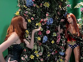 Poison ivy turns wonder woman into her sex thrall