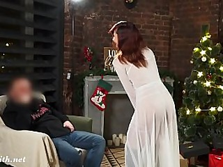Random white dude looks at Jeny Smith while she tryied new mymokondk bondage models