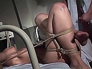 Извращенные терапии для рабов сериала. Часть 3: Пытался и трахался в тугих веревках. Великолепная шлюшка обожает член и доминирование своего доктора.