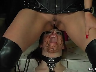 Piss and facial for babe in public