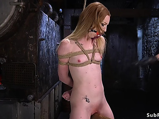 Dark Brown in slavery acquires cumhole toyed