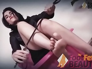 Barefoot Mistress Chiara forces you to be under her feet